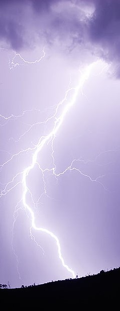 1024px-Lightning_strike_jan_2007