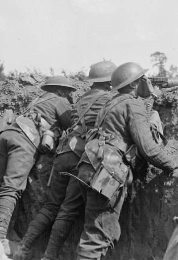 12th_Royal_Scots_Lewis_gunners_in_gas_masks_25-06-1918