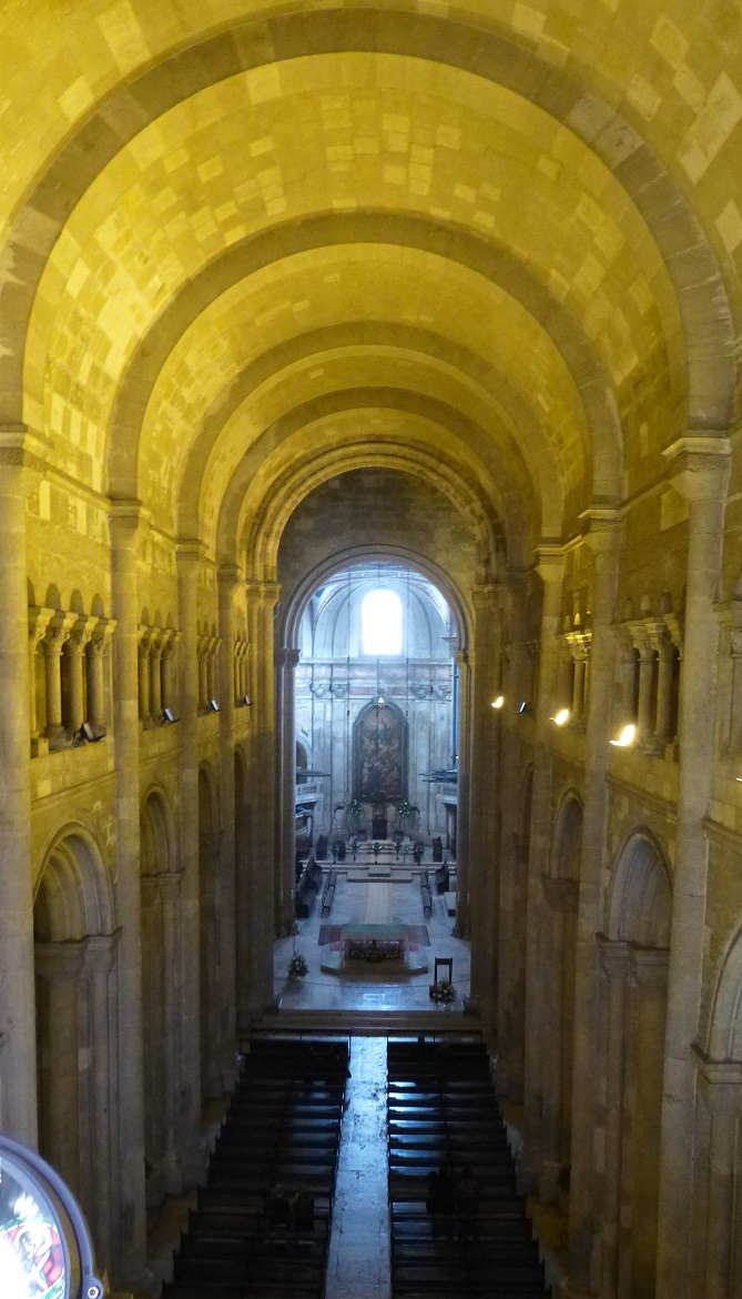 lisbon-cathedral-from-the-gallery