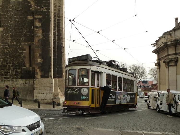 lisbon-cathedral-tram